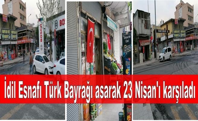 İdil Esnafı Türk Bayrağı asarak 23 Nisan'ı karşıladı
