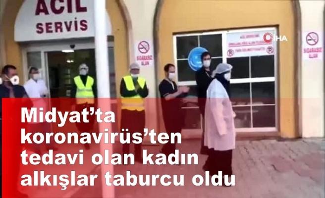 Midyat'ta Korona virüs tedavisi tamamlanan kadın alkışlarla taburcu edildi
