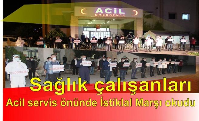 Sağlık çalışanları acil servis önünde İstiklal Marşı okudu