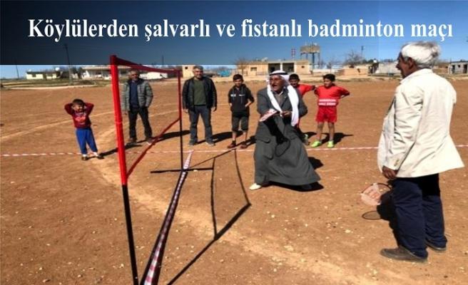 Köylülerden şalvarlı ve fistanlı badminton maçı