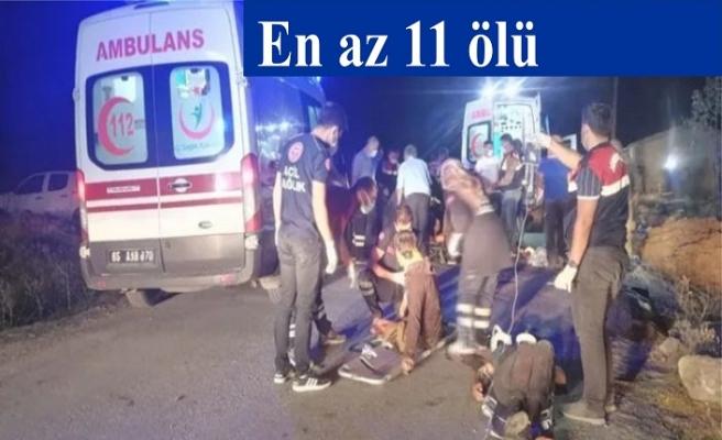Mültecileri taşıyan minibüs devrildi; en az 11 ölü