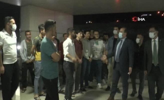 Şırnak Valisi Pehlivan, yurtta kalan öğrencilerin sorun ve taleplerini dinledi