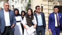HDP Belediye Eş Başkanları mazbatalarını aldı