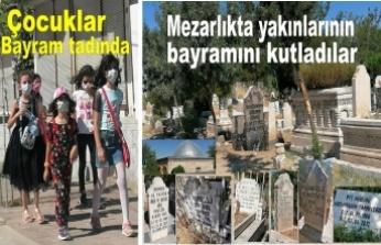 Bayramda herkes mezarlıktaydı
